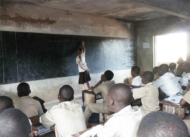 Изображение - Быть волонтером сегодня - престижно и выгодно teaching-volunteer-leading-a-classroom_post