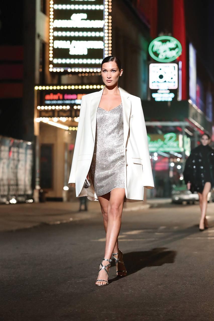 Michael Kors провел показ в центре Нью-Йорка в честь 40-летия бренда (фото 4)