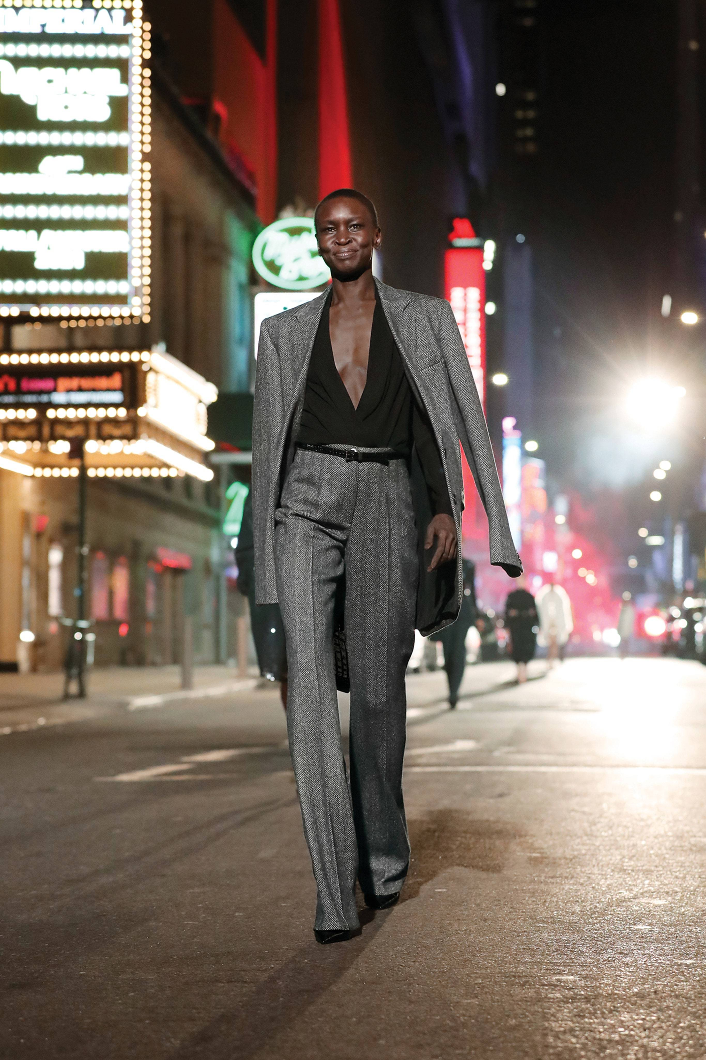 Michael Kors провел показ в центре Нью-Йорка в честь 40-летия бренда (фото 3)
