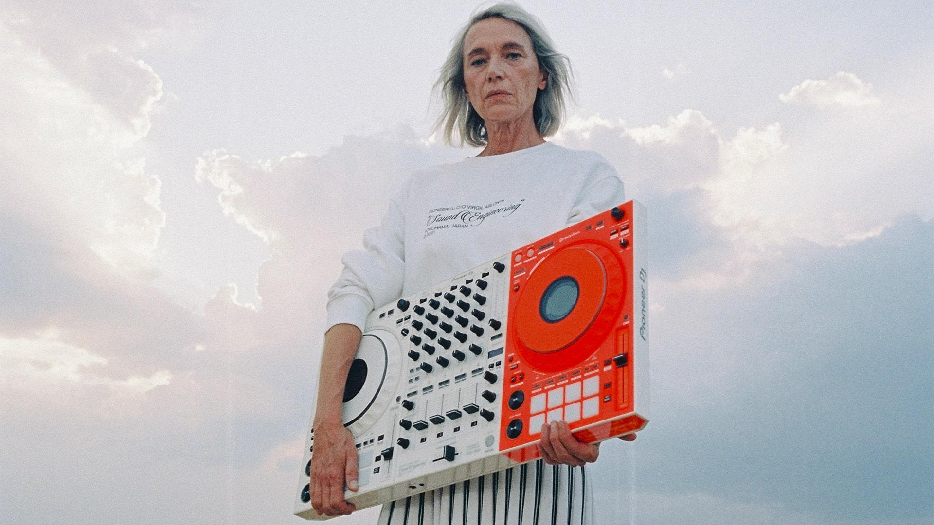 Off-White выпустил диджейский пульт в коллаборации с Pioneer (фото 1)