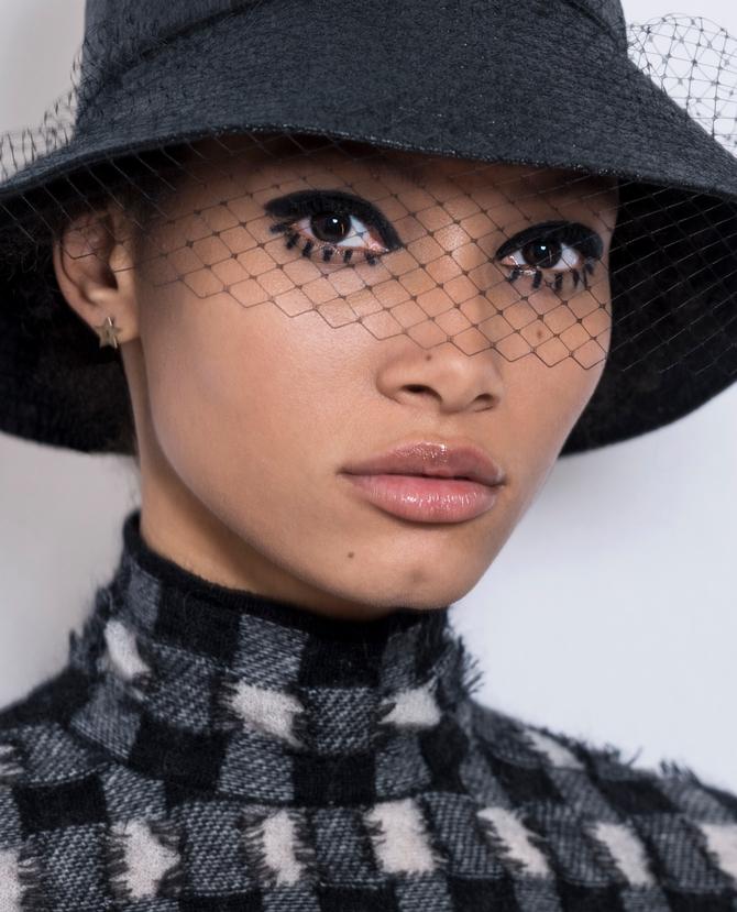 d3d6bbaa72 Как повторить графичный макияж с показа Dior | Buro 24/7