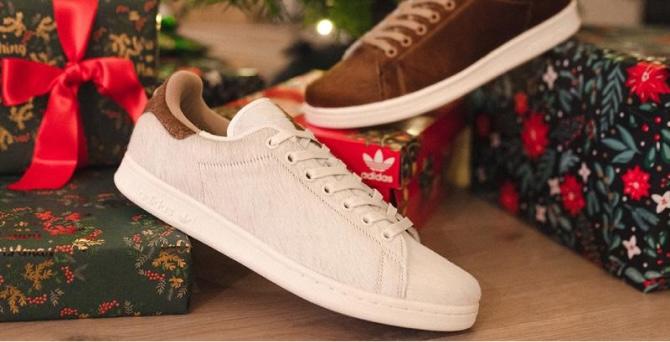 adidas выпустил новогоднюю коллекцию Stan Smith, вдохновленную Гремлинами    BURO.